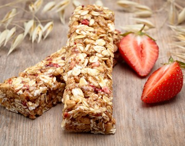 High protein red berry cereal bar