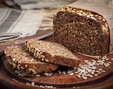 High protein bread with cereals